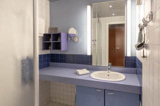 Superior Plus, bathroom