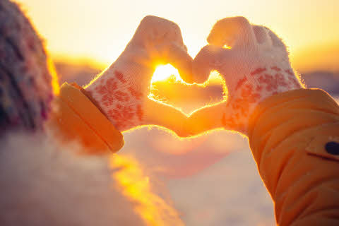 23444032-woman-hands-in-winter-gloves-heart-symbol.jpg