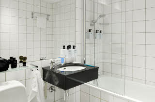 scandic-holberg-room-superiorextra-bathroom.jpg
