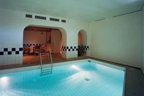 hotell i örebro med pool