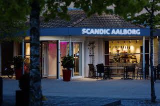 Scandic Aalborg, hotel entrance, night time