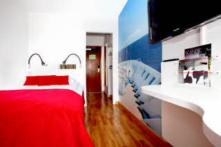 Sjofartshotellet, room, standard, red