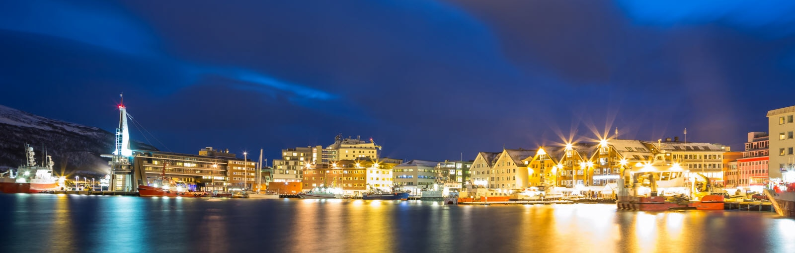 5923069-tromso-bay-and-cityscape_by_Vichaya_Kiatyi.jpg