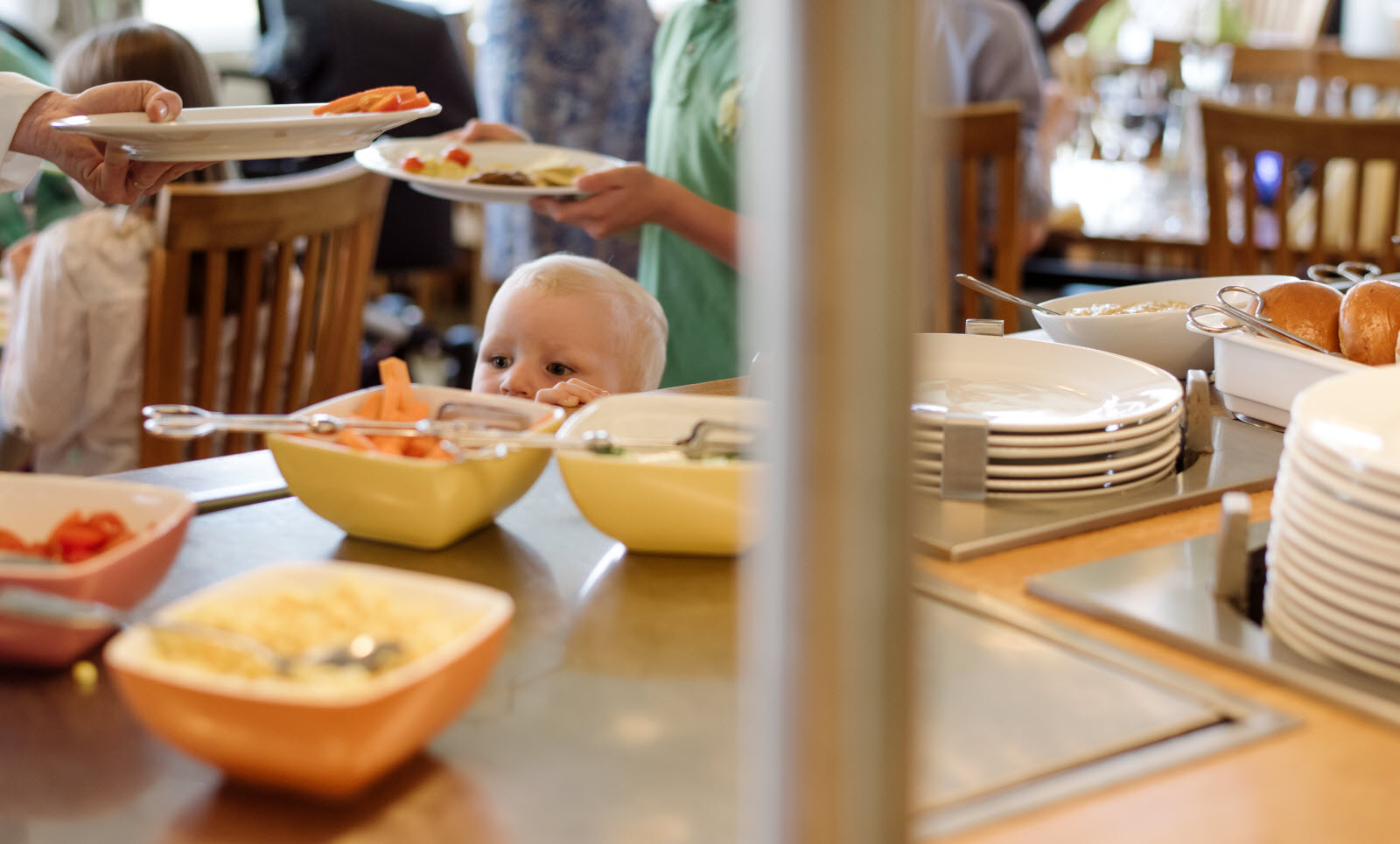 Scandic-people-family-kids-menu-f_b-buffet-peekabo.jpg