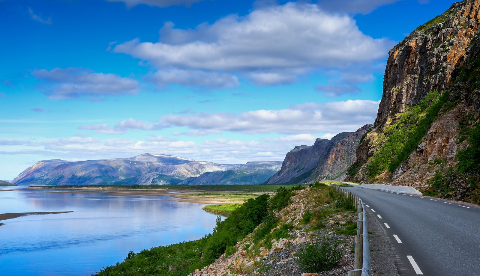stock-photo-tana-river-finnmark-norway-124615899_b.jpg