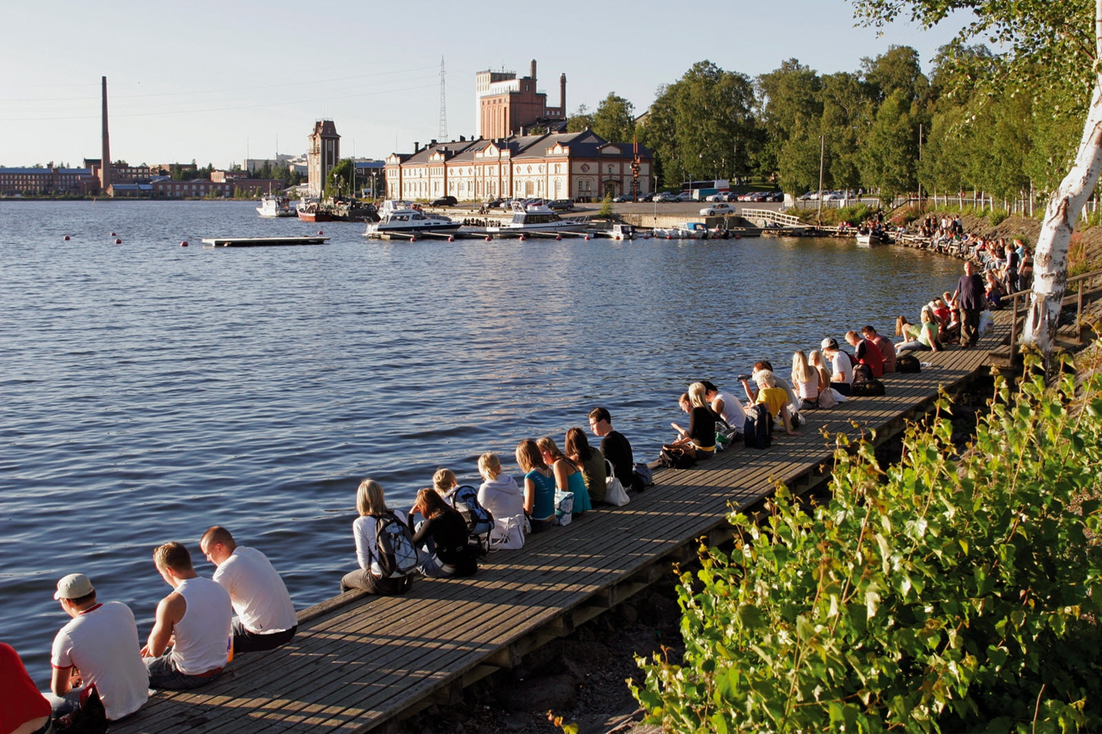 Vaasa_summer_evening_at_Innerharbour_VaakaPaino_RL.jpg